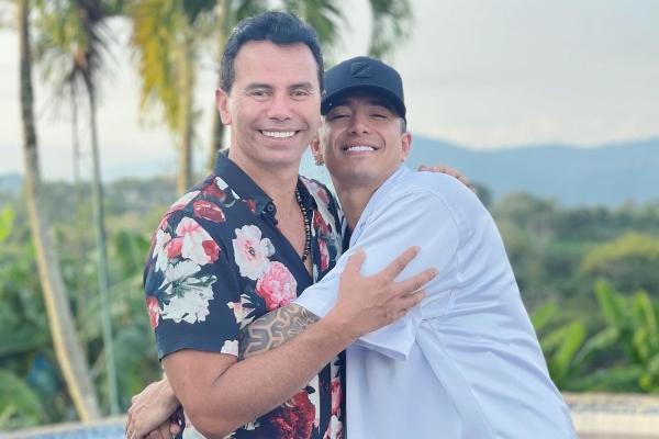 Jhonny Rivera no pudo evitar llorar ante gesto de su hijo
