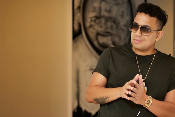 Felipe Peláez le canta a un despecho en «No eras tú»